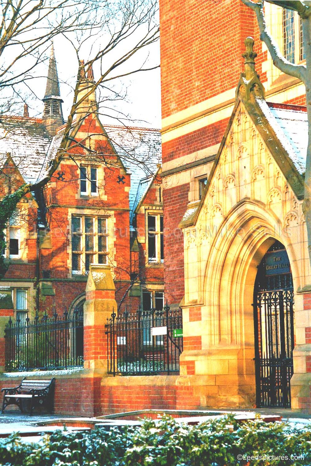 Leeds University: Great Hall and Clothworkers' Court    Early morning light and a fine covering of snow