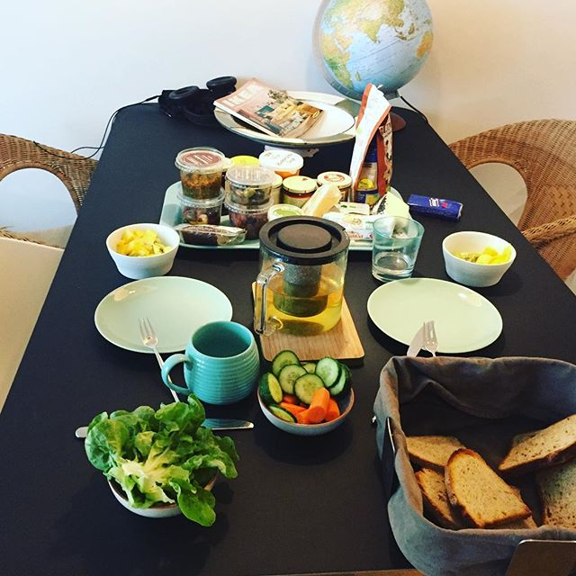 and...we are back in Germany 🇩🇪. Bread and breakfast spreads galore!! A motivator to look forward to as we process jet lag. #fruestueckstisch #happymorning #cozyoncolddays #mauitohamburg #foodmotivated