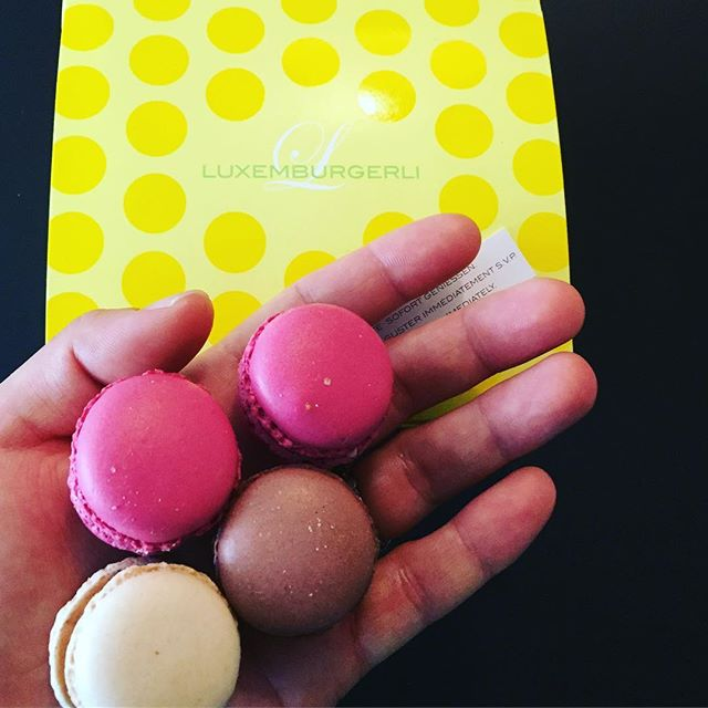 When your sweet sistah from Switzerland brings you back the most fluffiest light macaroons in your life. Bite size makes them dangerous! 😋🍡🍬#luxembourgeli #prettylittlebites #europeansweets