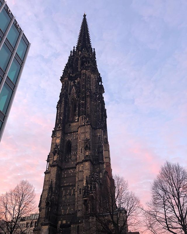 On of those majestic moments in Hamburg when you stare history right in the face and feel so so small in comparison. This church was the tallest building in the world in 1874-1876, and standing by it you can see why. Even surrounded by the most modern-looking buildings, this subtle weathered gothic art piece takes center stage every time. #hamburg #nikolaihamburg #stnikolaikirche #gothicarchitecture #europeanhistory #tallestbuildingintheworld
