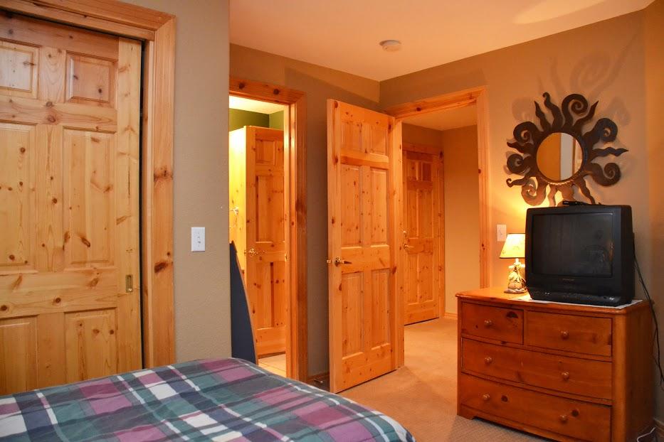 3rd-Bedroom2-4.jpg