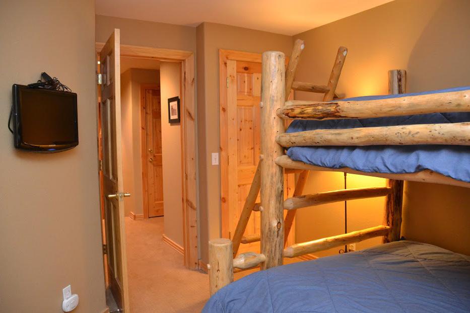 4th-Bedroom2.jpg