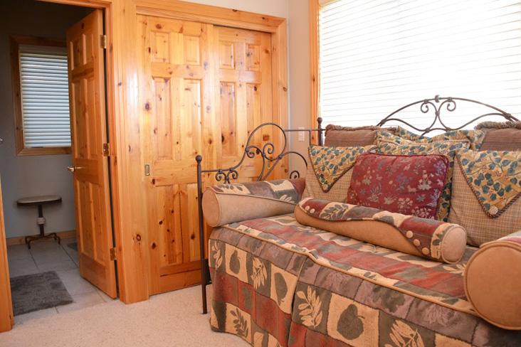 5th-bedroom2-1.jpg