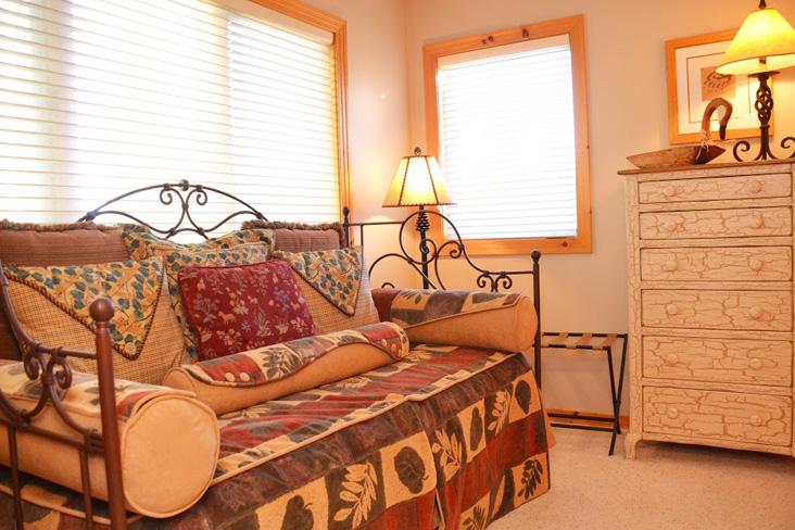 5th-bedroom-2.jpg