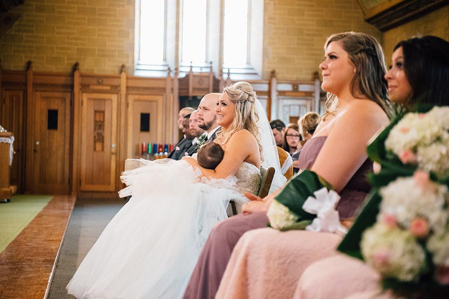 bride_breastfeeding_church_catholic_montreal