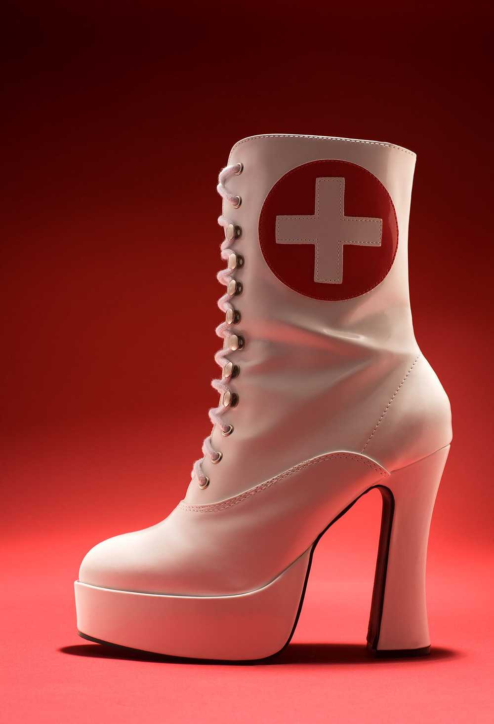 nurse_boot_glamour-754113.jpg