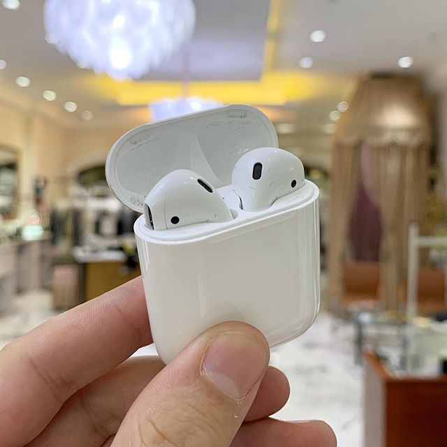 Richard learned this morning his #airpods are NOT wet-cleanable. #laundryfail #applesuggestionbox 😂😂