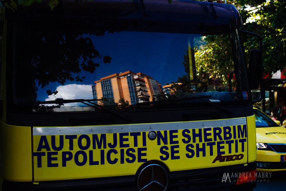 "An example of Albanian language. ""Vehicle in the state police service."""