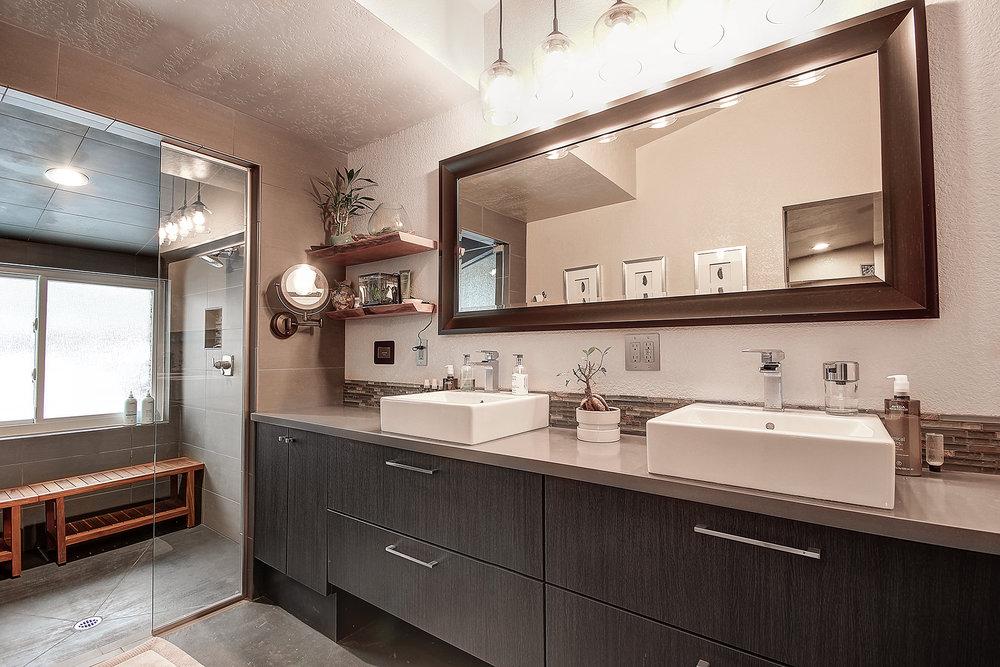 16_Master Bathroom3.jpg
