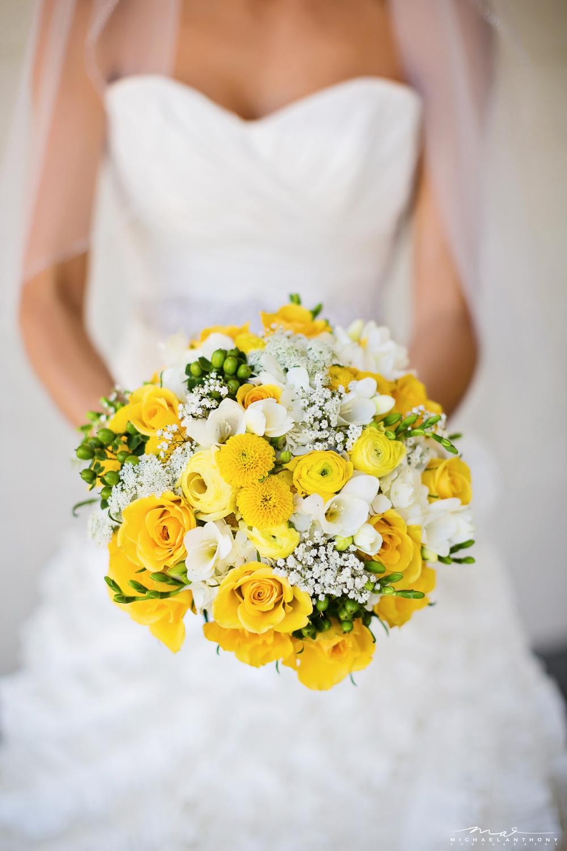 Yellow-bouquet-camarillo-ranch-house-bride