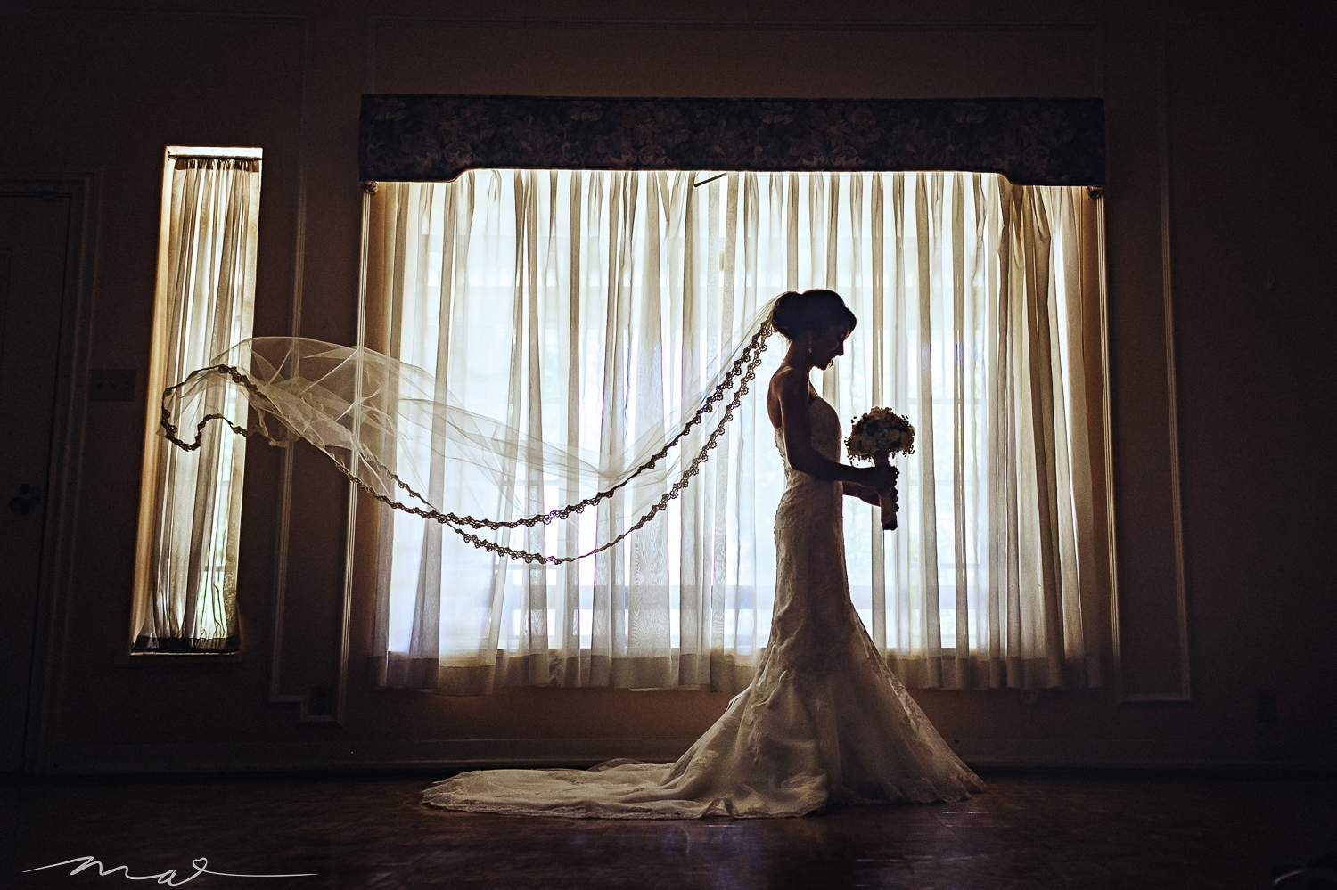 At every venue, there is always one place that is easy to look past, where the light will allow for amazing photography. I make it a point every wedding to find it. This room in the halls at Orcutt Ranch in Woodland Hills was no exception.