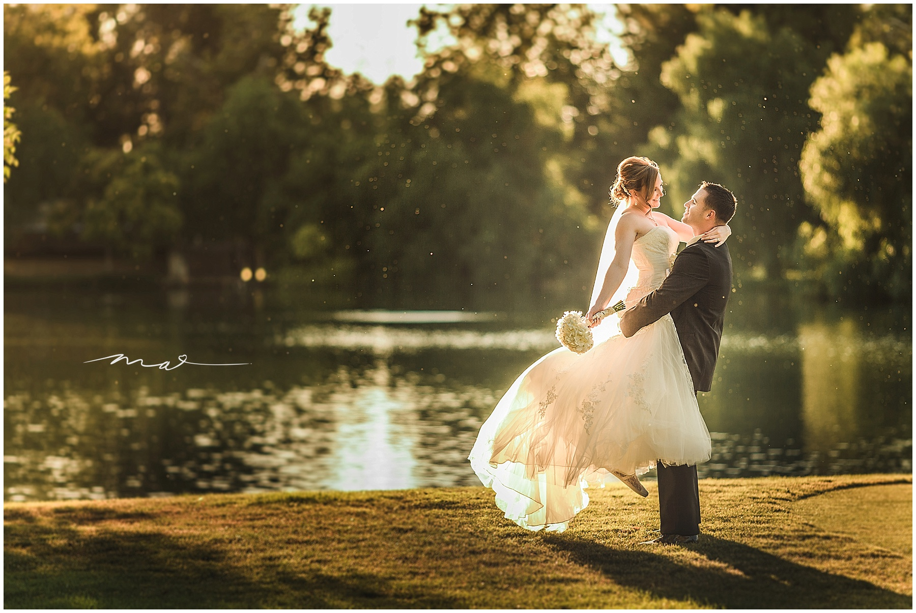 Shannon and John are a Santa Clarita couple who got married at Valencia Country Club. We were able to sneak them outside for a quick portrait session before the party during the golden hour, the time just before sunset, which is the best time of day for wedding photography