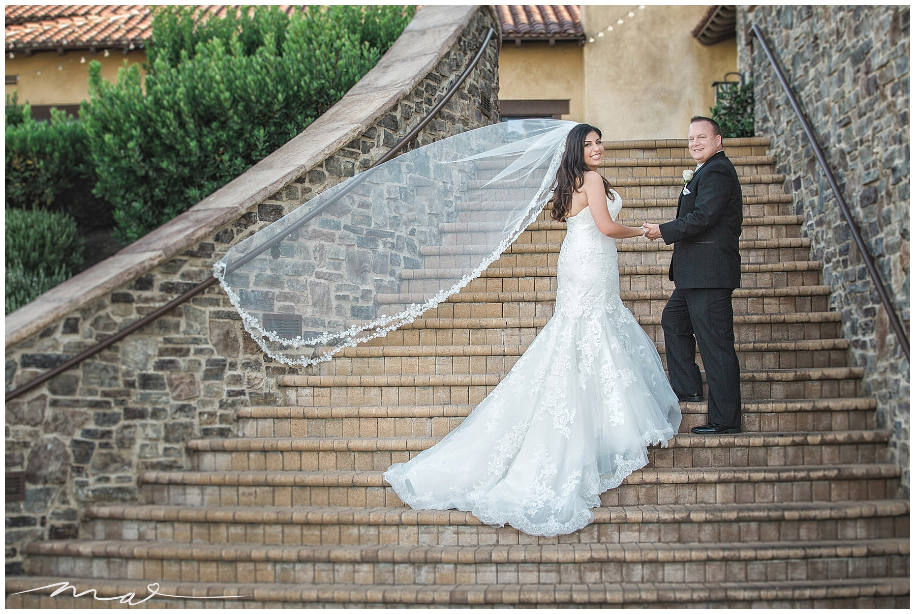 TPC is one of our most favorite wedding venues in Valencia. We love photographing ceremonies on the golf course.