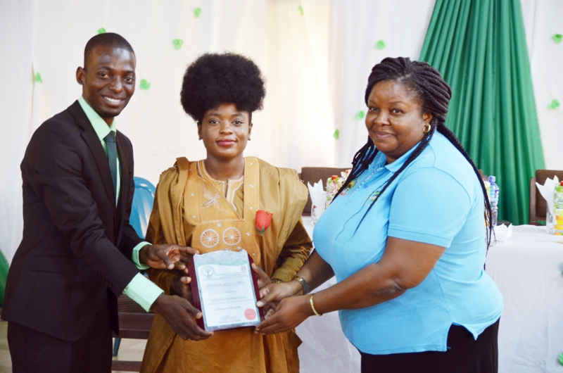 ADENIKE AKINSEMOLU RECEIVING THE ADVOCATE OF GREEN ENVIRONMENT MERIT AWARD