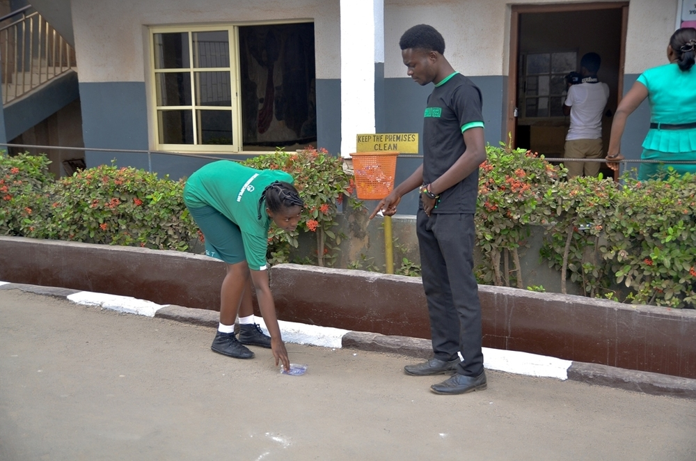 The Prime Minister, Temitayo Samuel Bankole instructing a Green Student to pick up waste