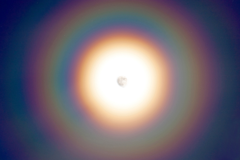 Rainbow_Moon_Closeup