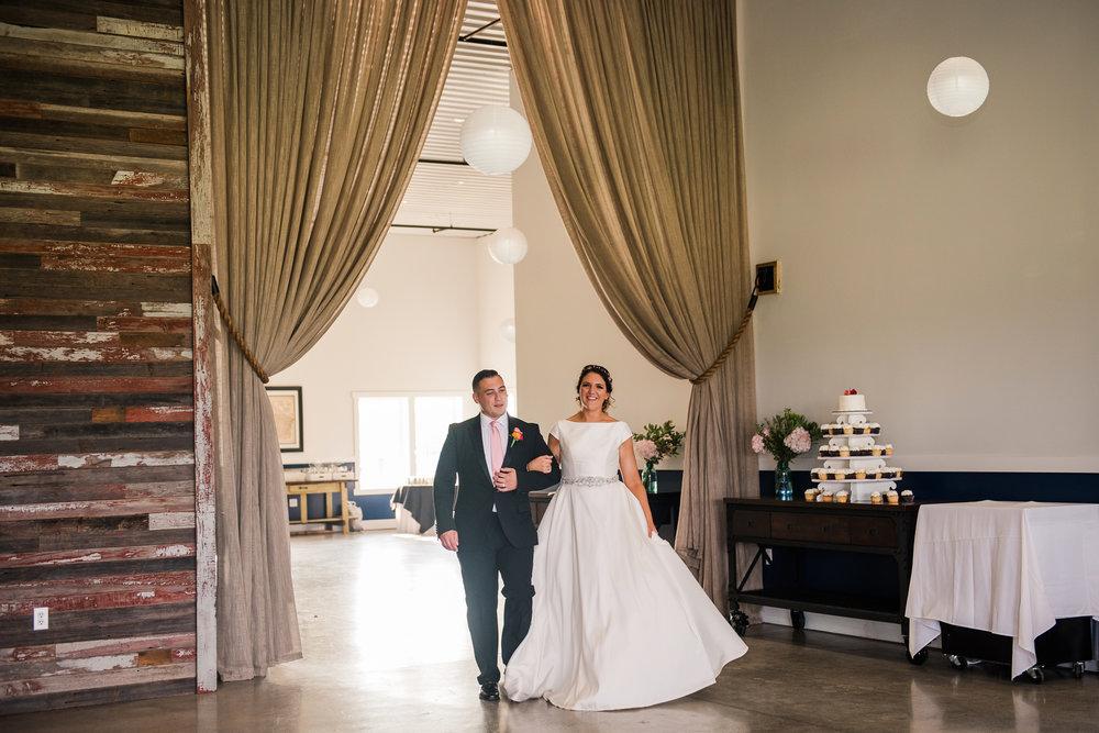 JILLSTUDIO_Blue_Barn_Cidery_Rochester_Wedding_Rochester_NY_Photographer_DSC_8808.jpg
