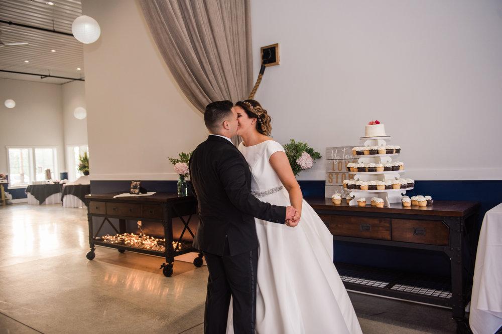 JILLSTUDIO_Blue_Barn_Cidery_Rochester_Wedding_Rochester_NY_Photographer_DSC_8866.jpg