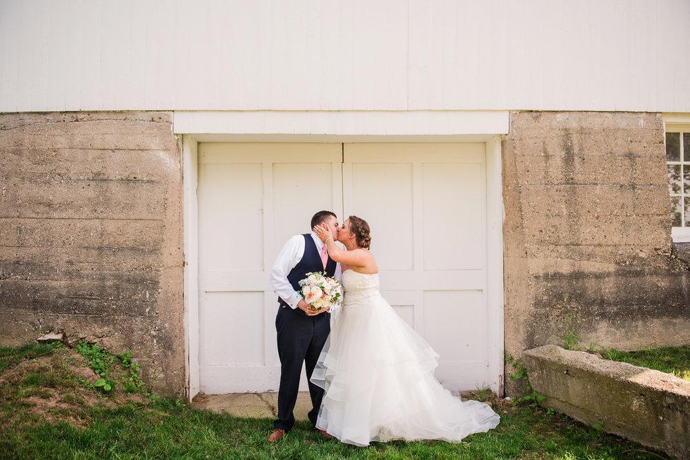 JILLSTUDIO_Avon_Century_Barn_Rochester_Wedding_Rochester_NY_Photographer_DSC_0321.jpg