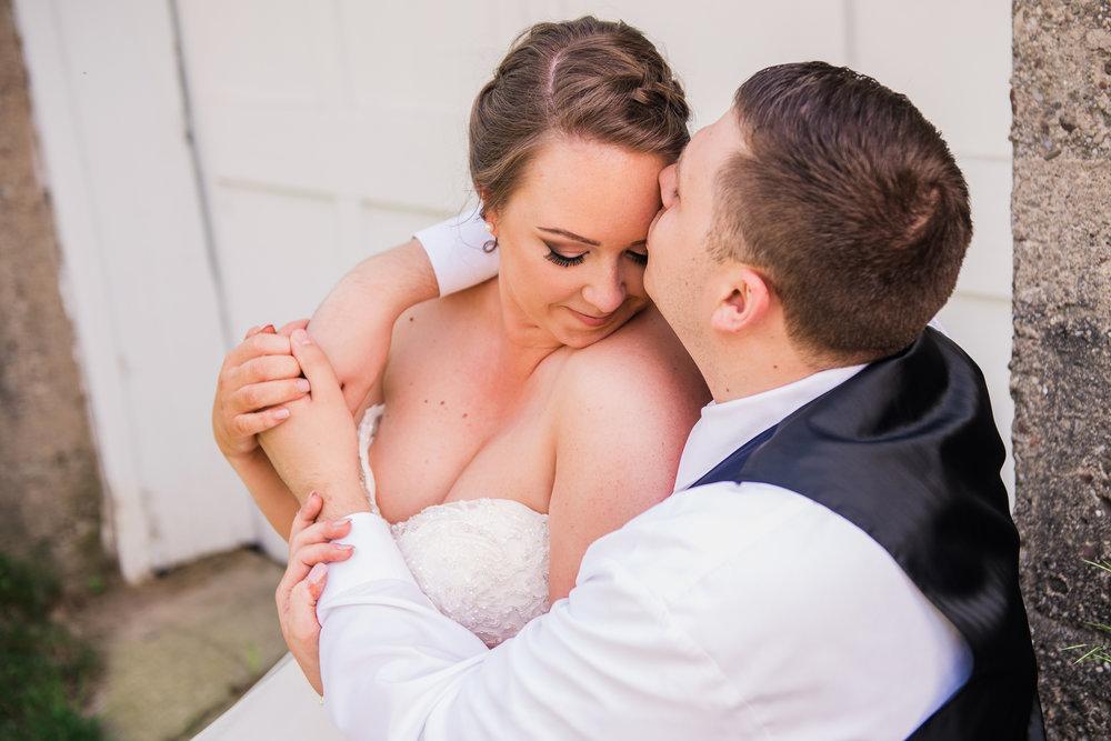JILLSTUDIO_Avon_Century_Barn_Rochester_Wedding_Rochester_NY_Photographer_DSC_0333.jpg