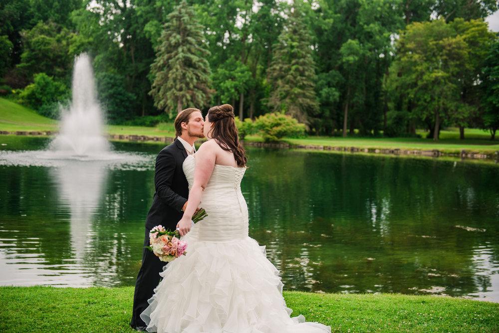 JILLSTUDIO_Shadow_Lake_Rochester_Wedding_Rochester_NY_Photographer_DSC_3829.jpg