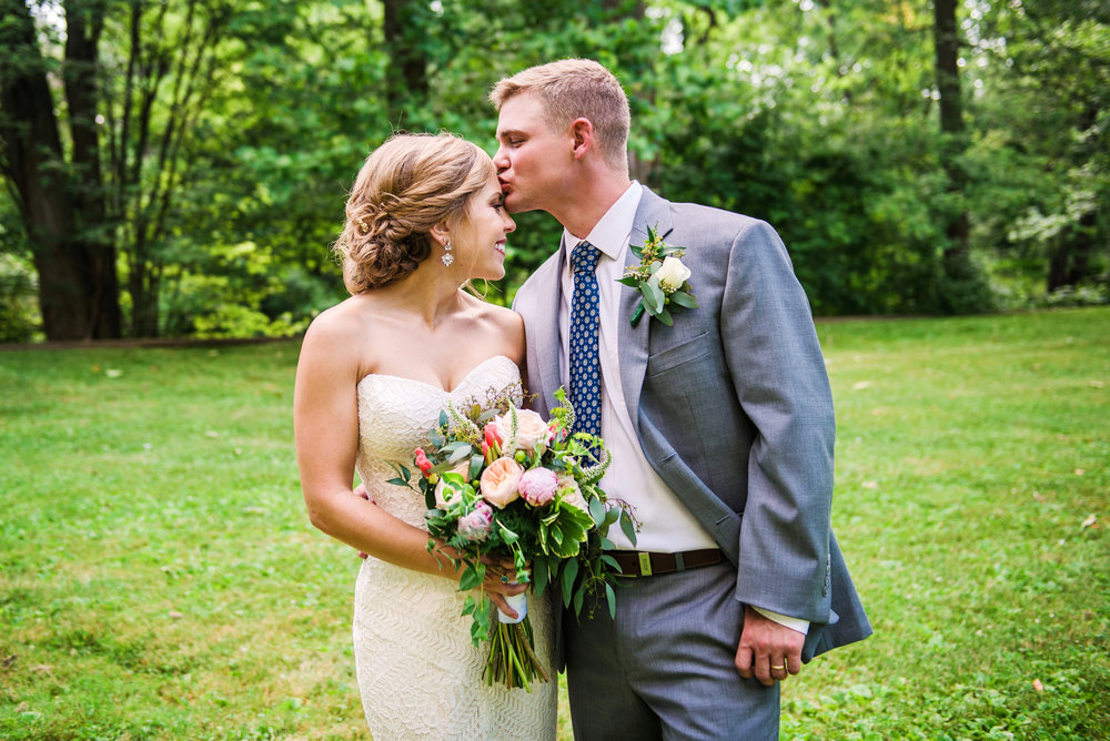 JILLSTUDIO_Toganenwood_Estate_Rochester_Wedding_Rochester_NY_Photographer_DSC_6395.jpg