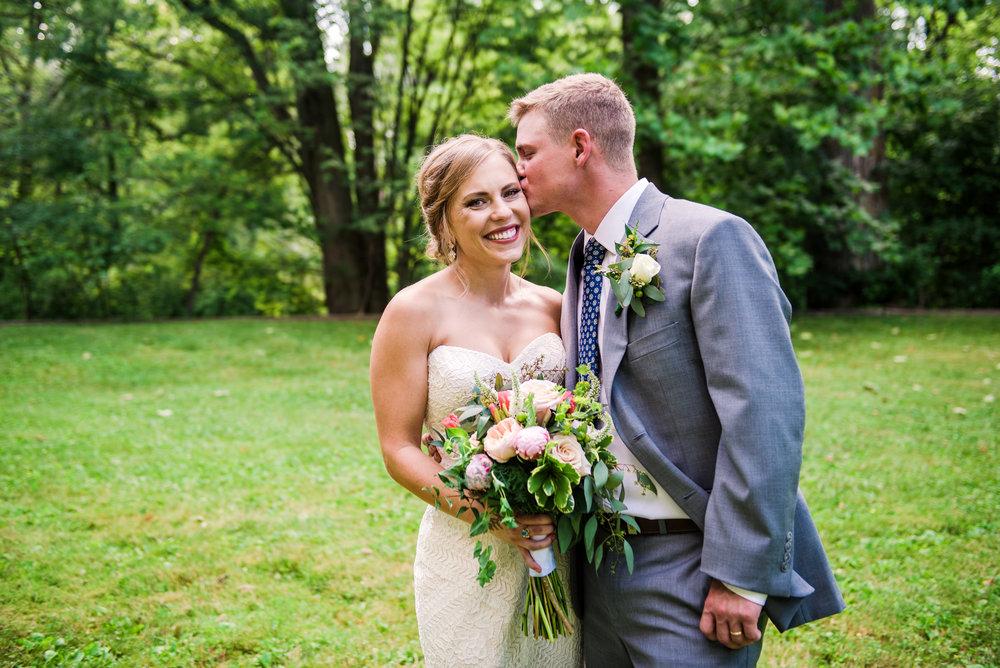JILLSTUDIO_Toganenwood_Estate_Rochester_Wedding_Rochester_NY_Photographer_DSC_6398.jpg