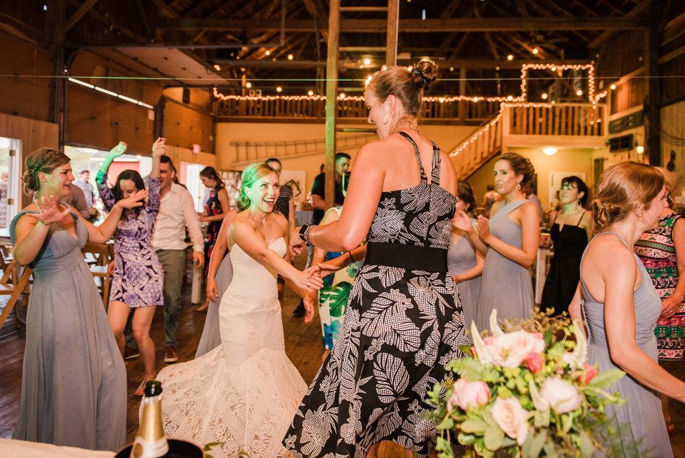 JILLSTUDIO_Toganenwood_Estate_Rochester_Wedding_Rochester_NY_Photographer_DSC_6771.jpg