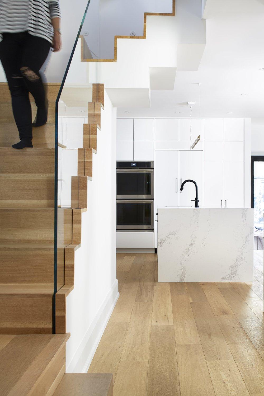 StairCase_Kitchen-035_NICOLA_ON_STAIRS_1_8BIT.jpg