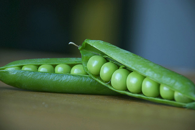Pea pods by Gaetan Lee at flickr.com