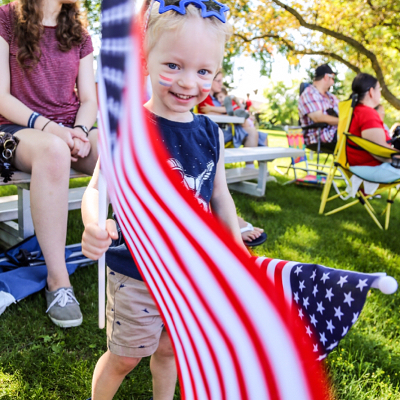 ✌good vibes for America's 241st birthday! 🇺🇸 . . #241stbirthday #landofthefree #homeofthebrave #merica #family #zanderzuperku #pixel_kids #candidchildhood #goodvibeswithredwhiteandblue #kidsforreal