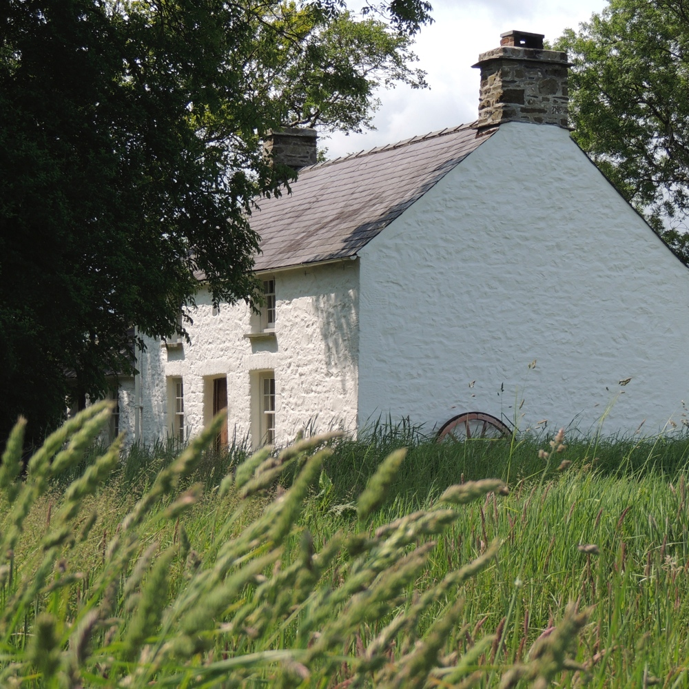 BRYN EGLUR  - A traditional Welsh Cottage, as featured in Channel 4's, 'The Perfect Home'
