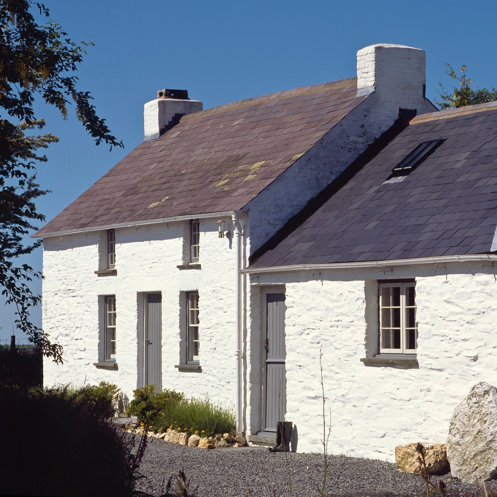 bryncyn - A luxurious cottage featured in The Times 'Top 10 places in Britain to escape the crowds.