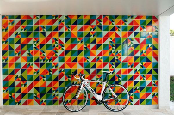 Cerámica brasileña de Alexandre Mancini, inspiración de sus colonizadores portugueses. Y una bici que se ve muy rica.