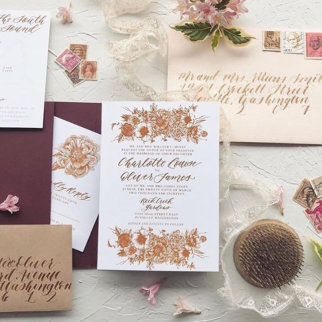 Um, totally obsessed with the way @chloenicoleweddings styled this invite I did for a gorgeous styled shoot she organized back in March. 😍