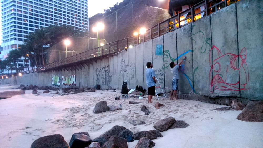 Início da pintura com os amigos, Felipe Kopanski, e Dartagnan Zavalla (clique para aumentar).