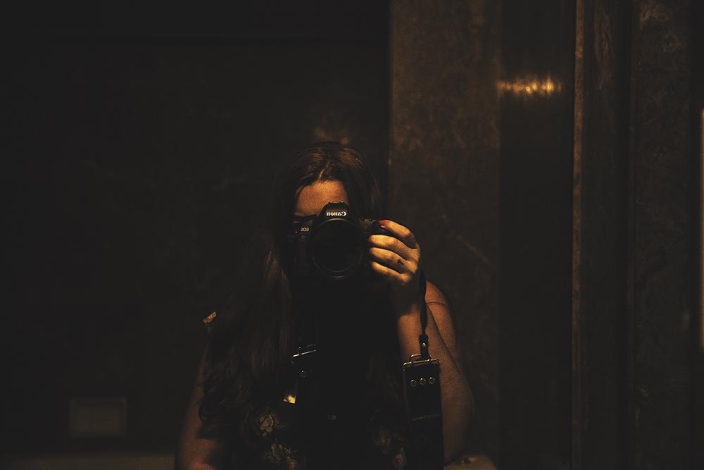 Ensinando a Verinha a fotografar, a foto aqui embaixo é dela.