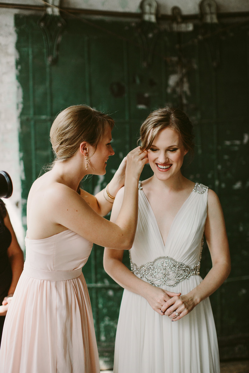 jennypackham_daphne_warehousewedding_brooklyn_metropolitanbuilding_nycwedding,jpg
