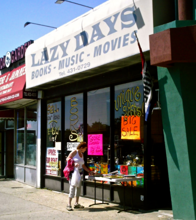 Lazy Days bookstore in Long Beach NY closed its doors in 2009. (Photo: Joseph Kellard)