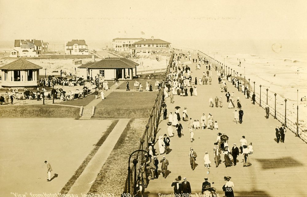 The boardwalk in Long Beach NY in 1910. (Credit: Long Beach Historical Society)