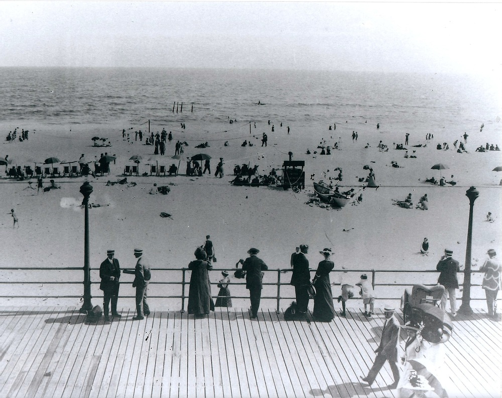 Boardwalk- and beach-goers in Long Beach of yesteryear. (Credit: Long Beach Historical Society)