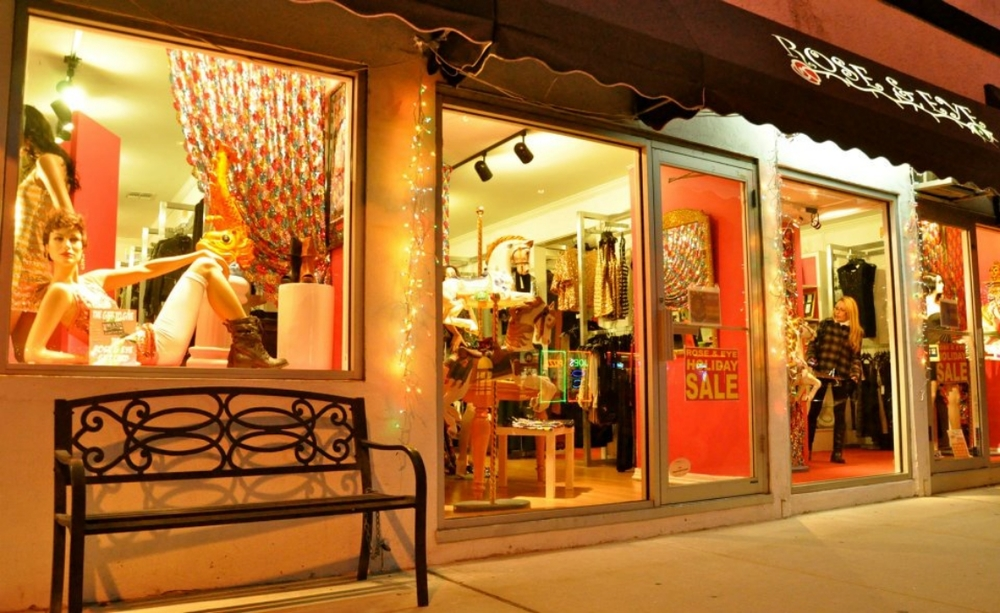 The storefront of Rose & Eye, a women's boutique in Long Beach NY. (Photo: Joseph Kellard)