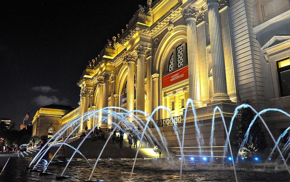 @ Metropolitan Museum & fountain (LR&iPhoto).jpg