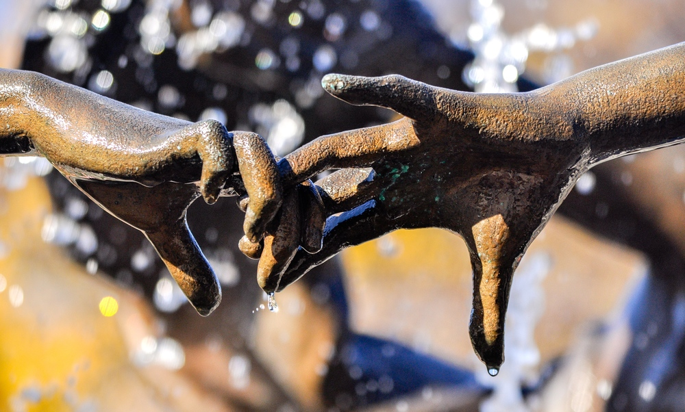 @ Untermyer Fountain (Three Dancing Maidens)_hands.jpg