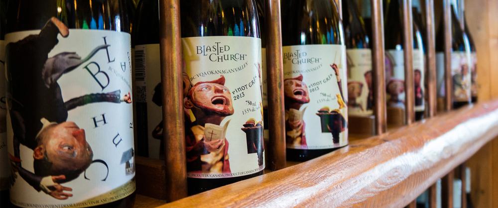 Botella línea en tienda de vinos