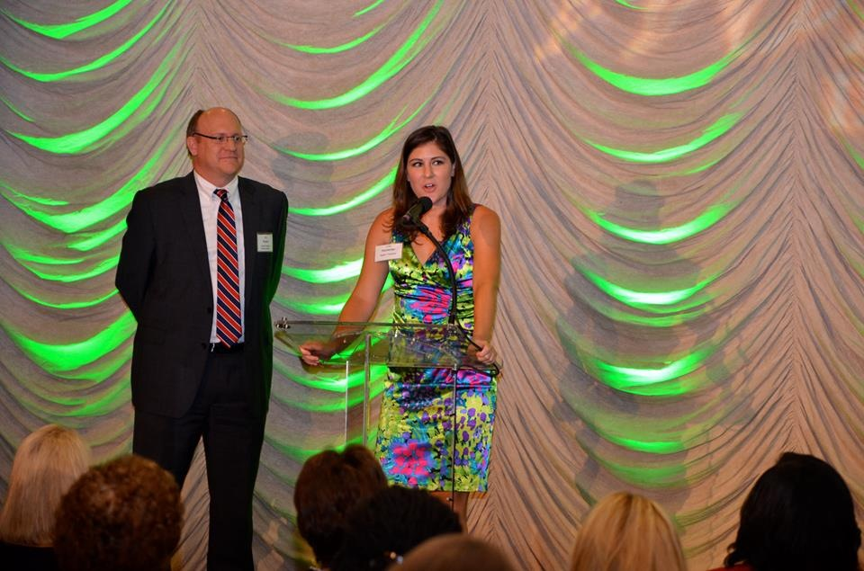 Lisa addresses the crowd after receiving the 2013 Rising Star Award