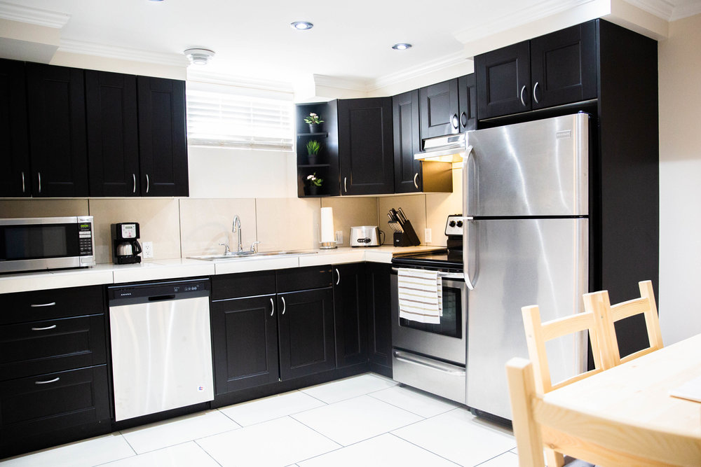 edmonton-airbnb-kitchen