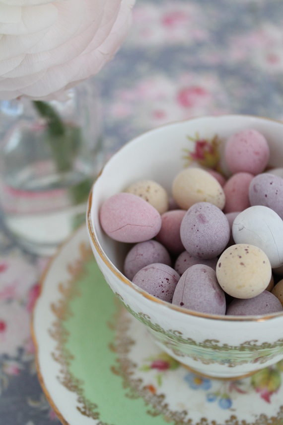 I'm really pleased with this photo - the colours seem to work and those mini eggs just look so tempting!