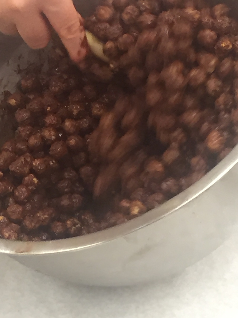 Coating the hazelnuts in a layer of chocolate