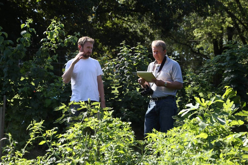 Tim & George chatting figs in the orchard